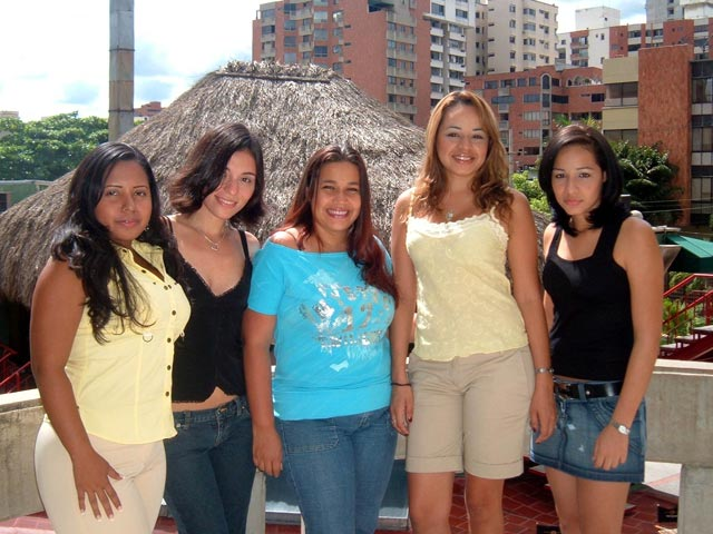 barranquilla single girls Places to meet women in barranquilla so far it's been all positive news about the city, but are there any negatives the biggest problem with barranquilla is that it's an industrial city, so tourism isn't a big deal here.