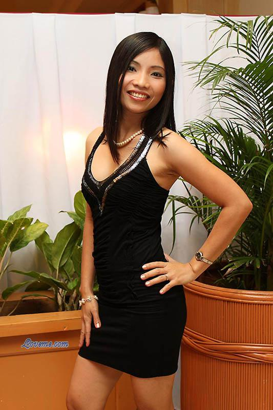 Filipina Bride Tours http://www.loveme.com/tour/photos/Philippine-girls_October-2009/166-filipino-brides.htm